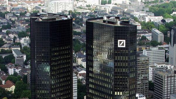 Здание штаб-квартиры Deutsche Bank во Франкфурте-на-Майне - Sputnik Ўзбекистон