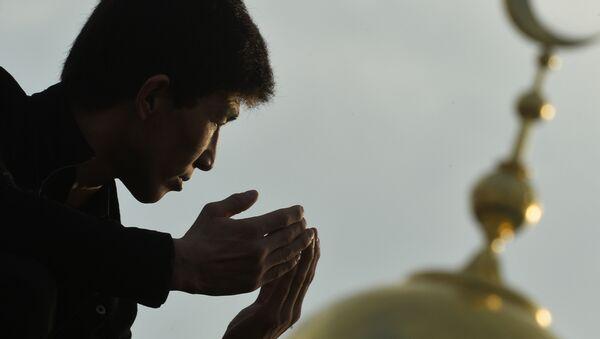 Мусульмане в день праздника жертвоприношения Курбан-Байрам - Sputnik Ўзбекистон