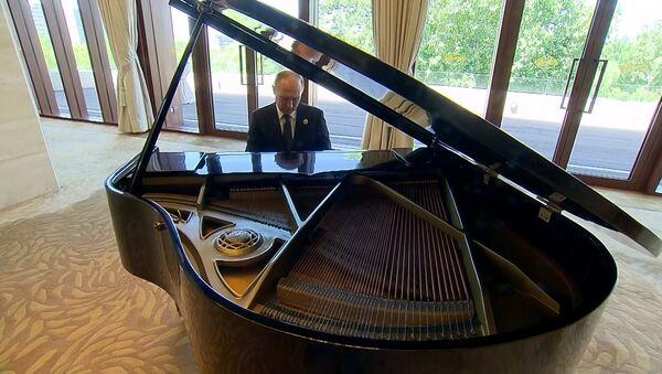 СПУТНИК_Путин сыграл на рояле в Китае - Sputnik Ўзбекистон