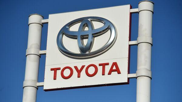 Toyota kompaniyasi reklama stendi - Sputnik Oʻzbekiston