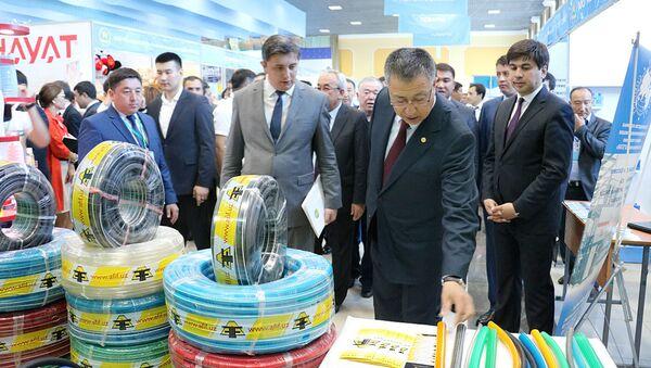 Первая выставка товаропроизводителей города Ташкента прошла на минувшей неделе в казахстанском Шымкенте - Sputnik Ўзбекистон