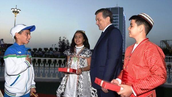 Vizit Shavkata Mirziyoyeva v Turkmenistan - Sputnik Oʻzbekiston