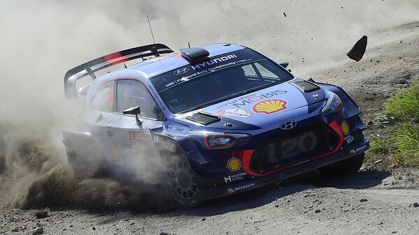 Belgian driver and co-driver, Thierry Neuville and Nicolas Gilsoul, steer their Hyundai i20 Coupe in Caminha, northern Portuga - Sputnik Ўзбекистон