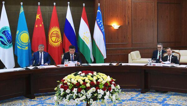 Флаги ШОС - Sputnik Узбекистан