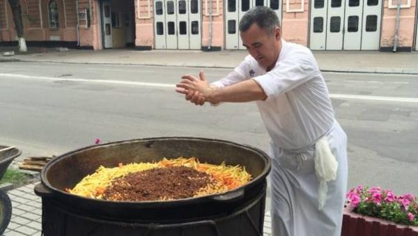 Украинцы отведали «Вкус Востока»: фестиваль узбекской кухни в Киеве - Sputnik Ўзбекистон