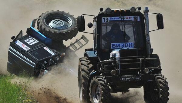 Гонки на тракторах Бизон-Трек-Шоу в Ростовской области - Sputnik Узбекистан