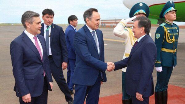 Президент Узбекистана Шавкат Мирзиёев прибыл в Астану - Sputnik Узбекистан