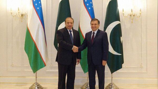 Президент Узбекистана Шавкат Мирзиёев встретился с Премьер-министром Пакистана Навазом Шарифом - Sputnik Узбекистан