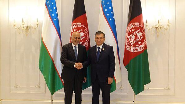 Prezident Uzbekistana Shavkat Mirziyoyev vstretilsya s prezidentom Afganistana - Sputnik Oʻzbekiston
