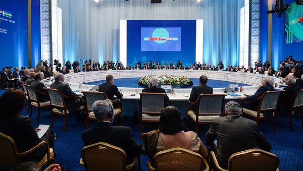 Заседание совета глав государств - членов Шанхайской организации сотрудничества (ШОС) в расширенном составе - Sputnik Узбекистан