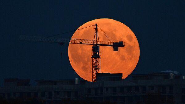 Луна в день полного затмения - Sputnik Ўзбекистон