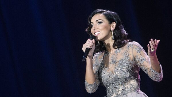 Певица Алсу выступает на концерте - Sputnik Узбекистан