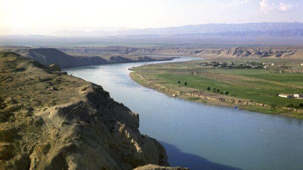Река Сырдарья в районе города Ленинабада - Sputnik Узбекистан