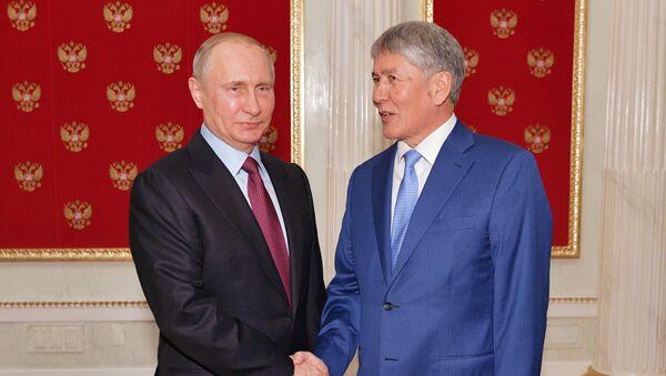 Prezident RF V. Putin vstretilsya s prezidentom Kirgizii A. Atambayevыm - Sputnik Oʻzbekiston