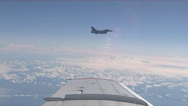 Истребитель НАТО приблизился к самолету министра обороны РФ - Sputnik Ўзбекистон