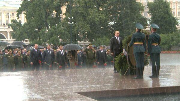 Путин возложил венок к Могиле Неизвестного солдата - Sputnik Ўзбекистон