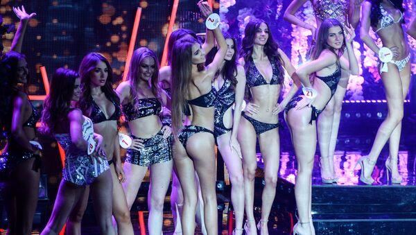 Конкурсантки на всероссийском конкурсе красоты Мисс Русское радио в Барвиха Luxury Village в Москве - Sputnik Узбекистан