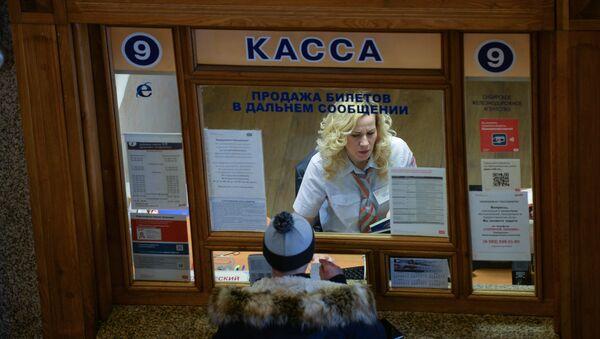 Касса в здании пассажирского вокзала - Sputnik Ўзбекистон