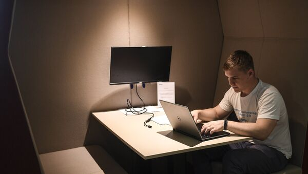 Сотрудник в офисе - Sputnik Ўзбекистон