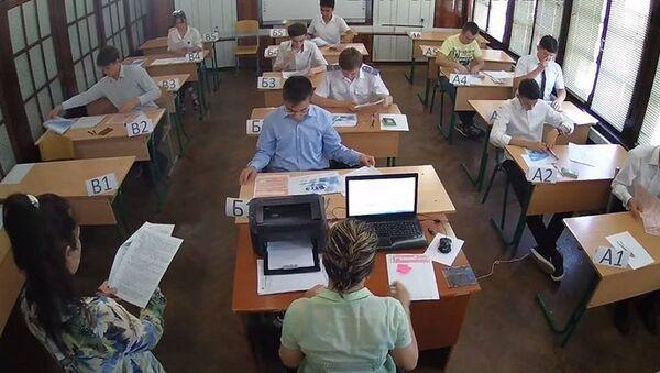 Школьники Ташкента сдают ЕГЭ - Sputnik Ўзбекистон