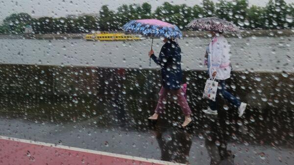 Дождь в Москве - Sputnik Ўзбекистон