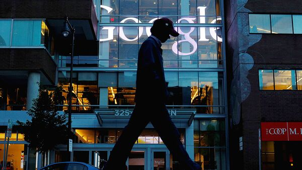 A pedestrian walks past the Google offices in Cambridge - Sputnik Ўзбекистон