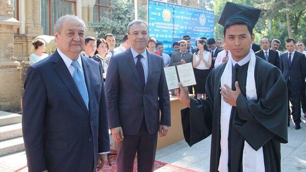 Вручение дипломов выпускникам УМЭД - Sputnik Узбекистан