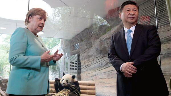 Председатель Китая Си Цзиньпин и канцлер Германии Ангела Меркель - Sputnik Ўзбекистон