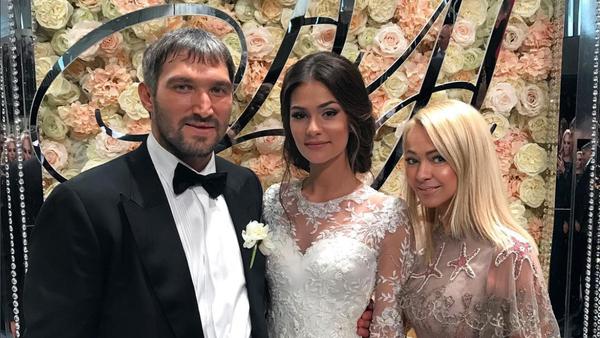 Хоккеист Александр Овечкин сыграл свадьбу с Анастасией Шубской - Sputnik Узбекистан