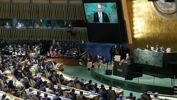 Vladimir Putin BMT Bosh assambleyasida nutq soʻlamoqda - Sputnik Oʻzbekiston