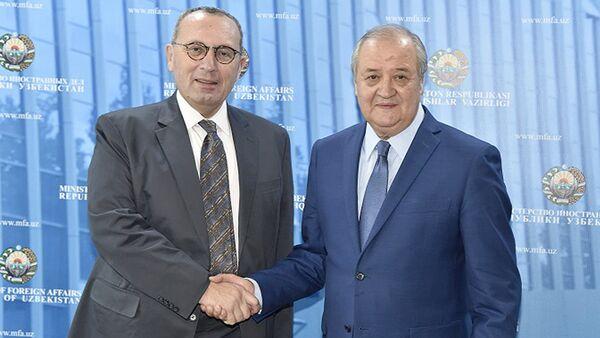 Abdulaziz Kamilov i Stefano Manservisi - Sputnik Oʻzbekiston