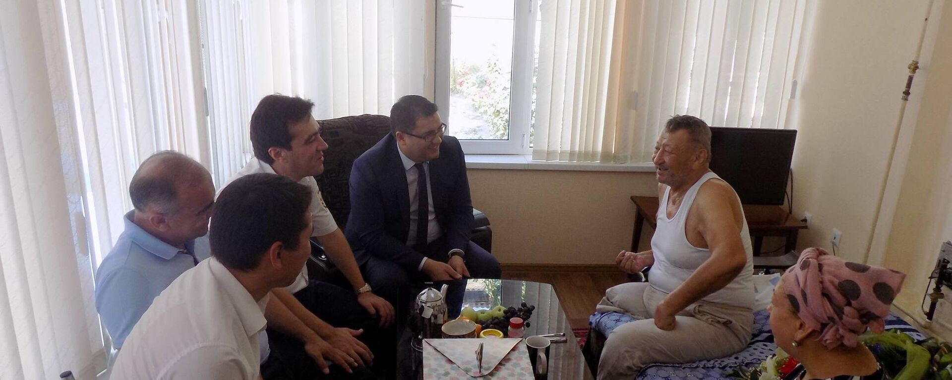 Сотрудники виртуальной приемной посетили Руфата Рискиева - Sputnik Узбекистан, 1920, 17.07.2017