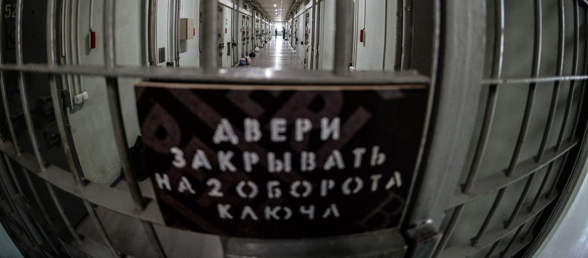 Двери СИЗО - Sputnik Ўзбекистон, 1920, 04.07.2020