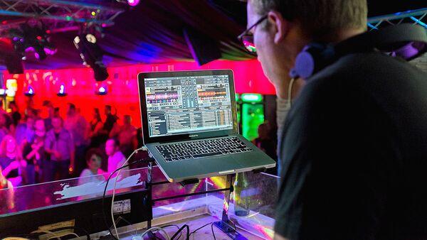 Диджей в ночном клубе - Sputnik Узбекистан