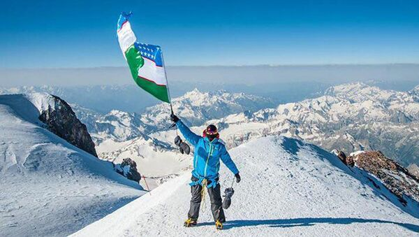 Turist iz Uzbekistana na gore Elbrus - Sputnik Oʻzbekiston
