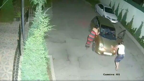 Ударили машину во дворе и уехали - Sputnik Узбекистан