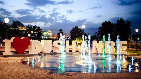 В столице Таджикистана появилась инсталляция в форме фразы I love Dushanbe - Sputnik Узбекистан