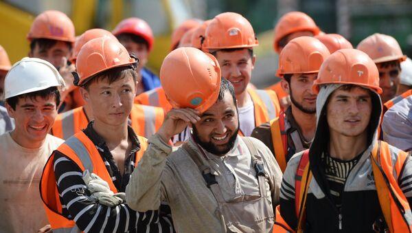 Рабочие на строительной площадке, архивное фото - Sputnik Ўзбекистон