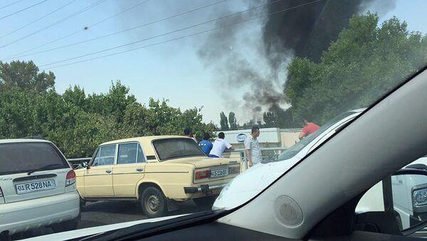 В Ташкенте загорелась 10-тонная цистерна с горючим - Sputnik Ўзбекистон