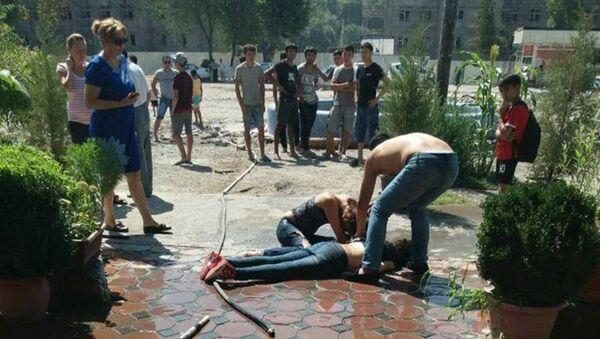 Хулиган ударил ножом девушку в кафе - Sputnik Ўзбекистон