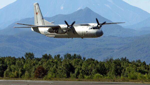 Военно-транспортный самолет Ан-26 - Sputnik Ўзбекистон