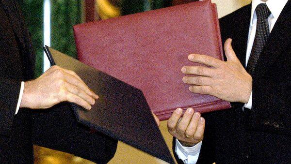Обмен папками с документами - Sputnik Узбекистан