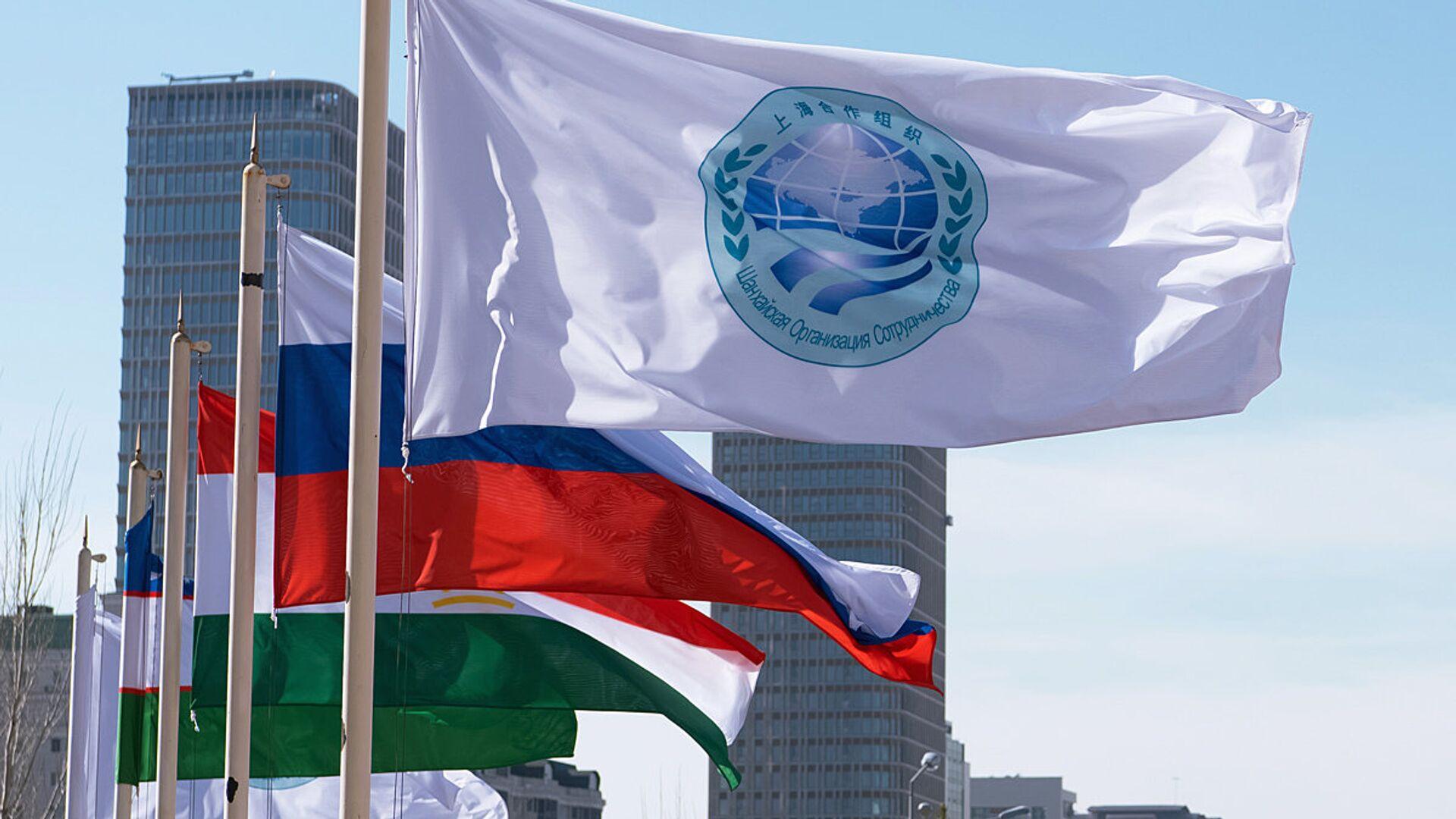 Flag Shanxayskoy organizatsii sotrudnichestva i flagi stran uchastnits SHOS - Sputnik Oʻzbekiston, 1920, 13.09.2021