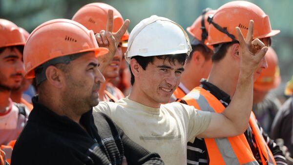 Рабочие на строительной площадке - Sputnik Узбекистан