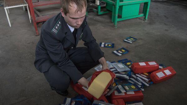 Unichtojeniye sanktsionnoy produktsii v Rossii - Sputnik Oʻzbekiston