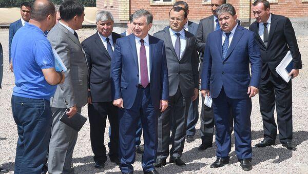 Shavkat Mirziyoyev oznakomilsya s vozvodimыmi v Almalыke jilыmi domami - Sputnik Oʻzbekiston