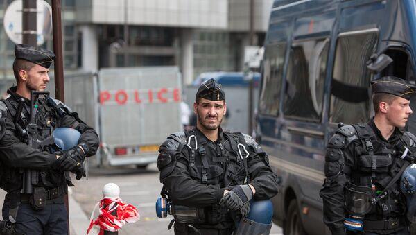 Акция протеста профсоюзов в Париже - Sputnik Ўзбекистон