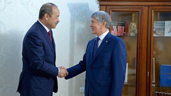 Премьер-министр Узбекистана Абдулла Арипов встретился с президентом Кыргызстана Алмазбеком Атамбаевым - Sputnik Узбекистан