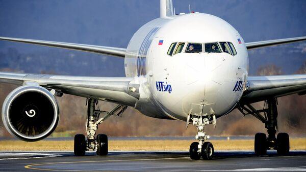 Самолет авиакомпании Utair - Sputnik Узбекистан