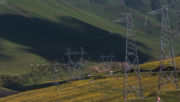Линии электропередачи в ущелье Чычкан в Киргизии - Sputnik Ўзбекистон